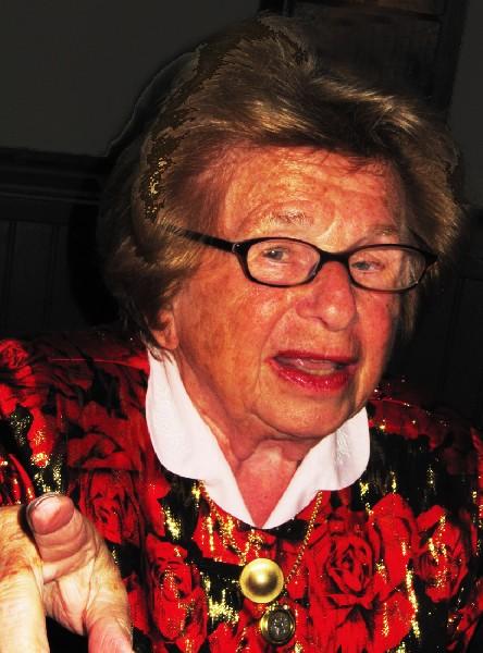 3239 Ruth231633 Indépendante, célibataire, fière de ce qu'elle est et de ce qu'elle fait, ...