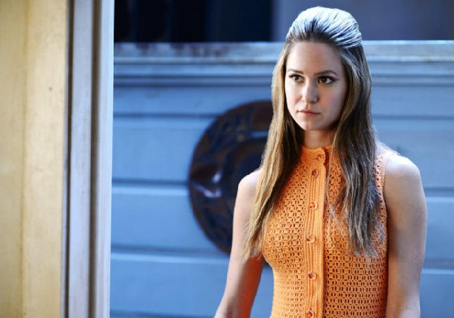 Katherine Waterston as Sashta Fay